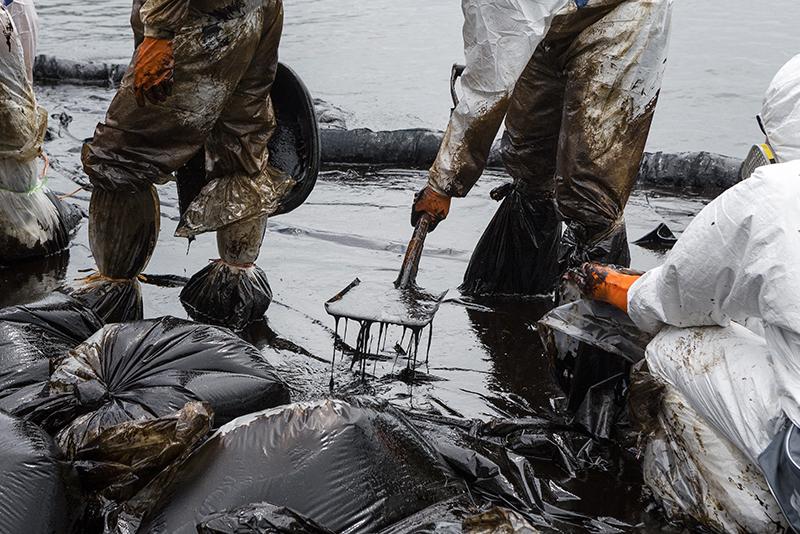 Crude-oil-removal-534